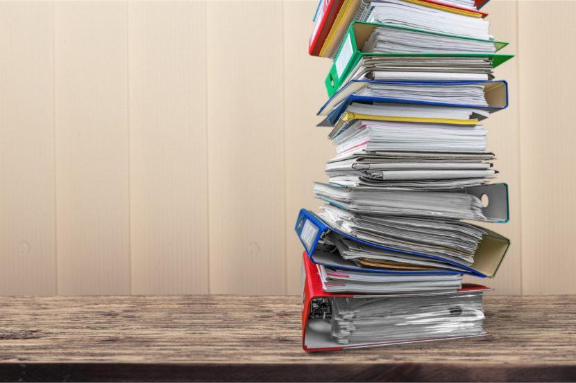 Toimistoassistentin tai sihteerin palkkaaminen vai ulkoistaminen – kumpi kannattaa?